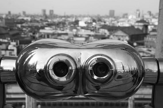 binocolo-questa-non-e-arte-europa-artistic-network