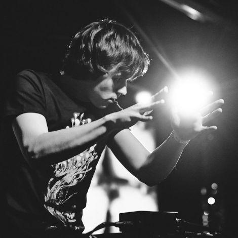 "Maskeliade – ""Hand"" made electronicmusic"